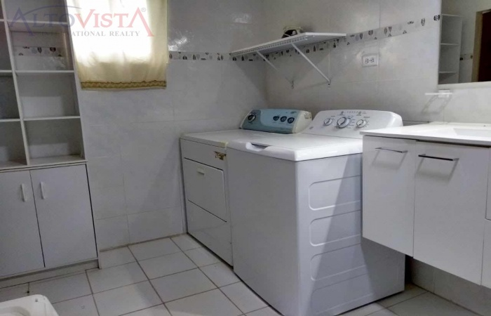 Bubali 18, 4 Rooms Rooms,2 BathroomsBathrooms,Commercial,For Sale,Bubali,1036